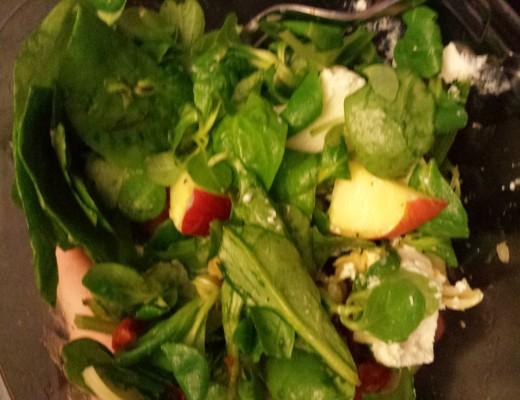 I loveeee these goatcheese salads! YUM!