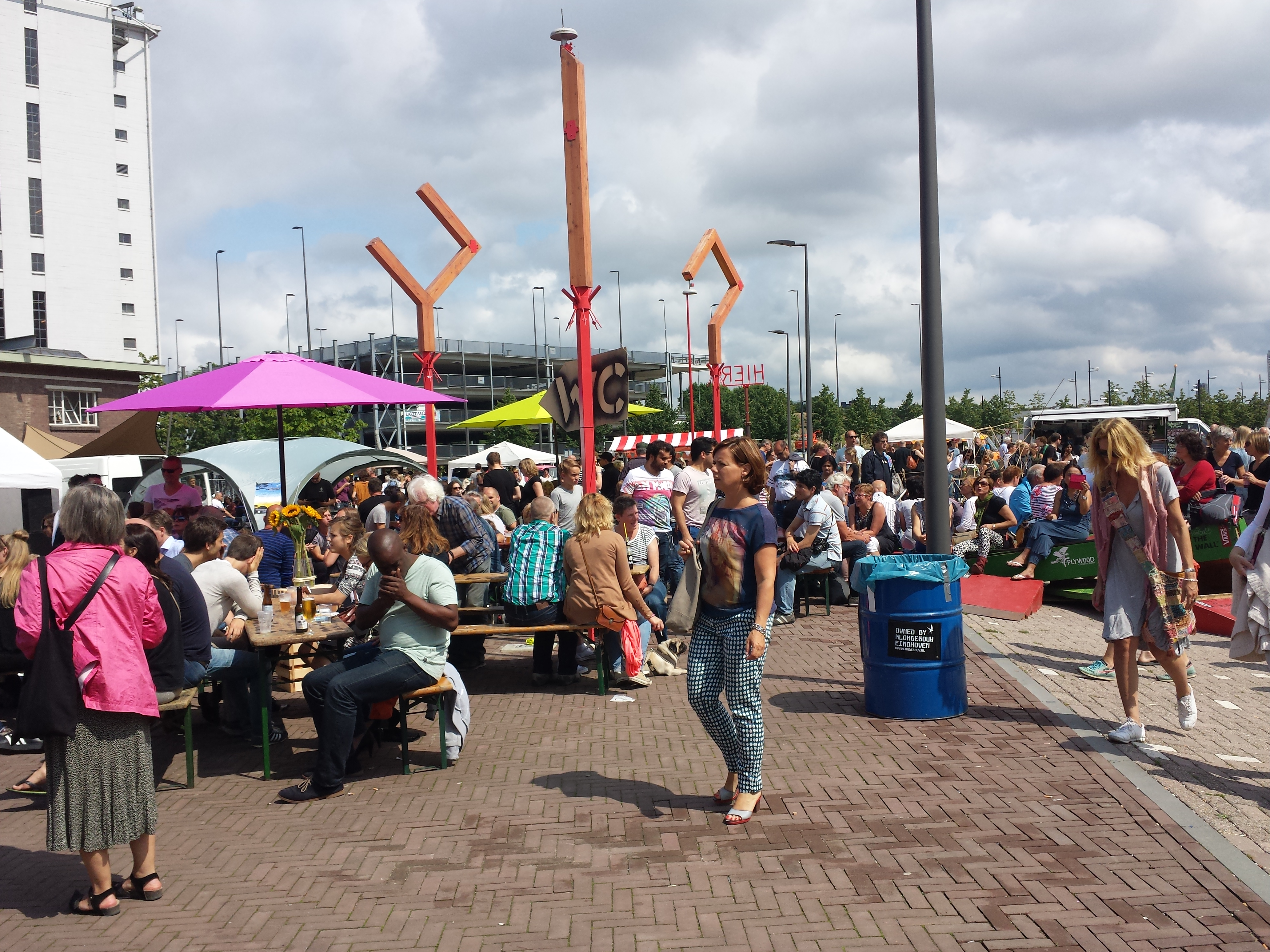 Went to a 'Feel Good Market' today with lot's of nice healthy food and music. Good vibes, a happy day!