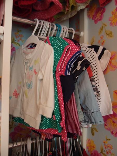 Handig ophangsysteem voor de kleertjes