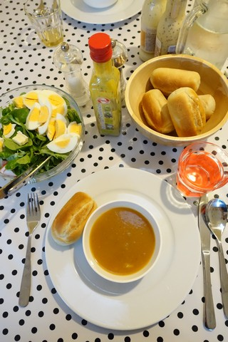 Salade met pompoensoepje