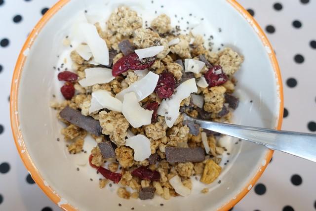 Griekse yoghurt, chiazaadjes, Cruesli, Cocos en gedroogde cranberries