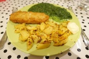 vis, spinazie en gekruiden aardappeltjes
