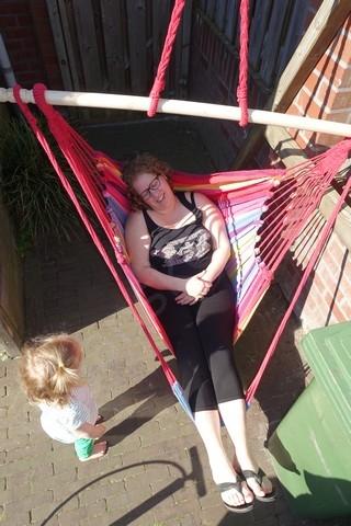 relaxen in mijn nieuwe hangstoel