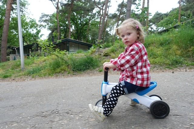 Lola op de fiets van Lars