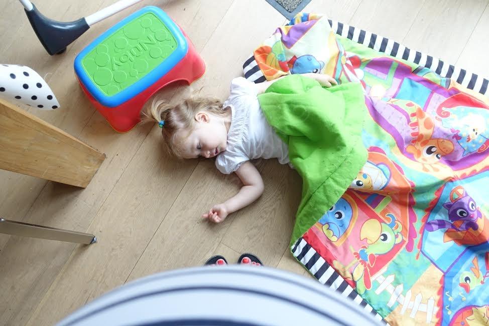 """""""kom maar hier liggen, mama"""""""