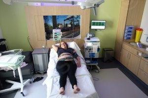 AAn de CTG en bloeddruk meter