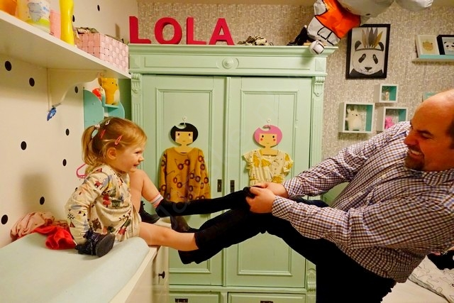 Papa haat Lola's skinny jeans ;-)