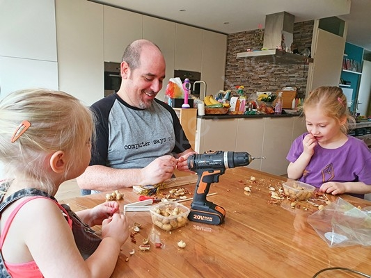30 Helpende Handjes Challenge - 30 Superleuke activiteiten met je kids tijdens Corona