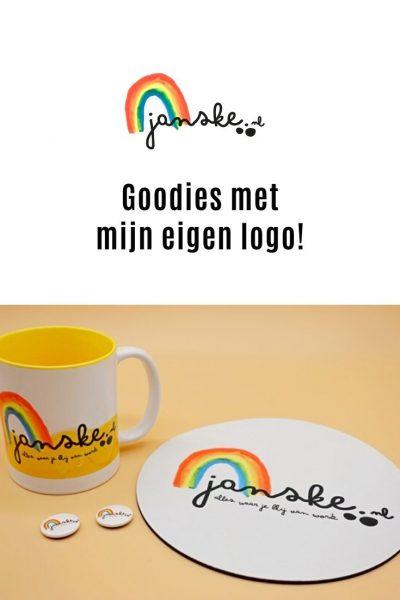 Goodies met mijn eigen logo! - Oh wat ben ik trots op mijn nieuwe logo, zo trots dat ik hem zelfs op een paar toffe goodies heb laten drukken. Kijk nou, hoe leuk!?